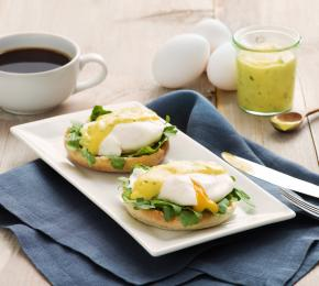 Poached Egg with Bearnaise Sauce 019