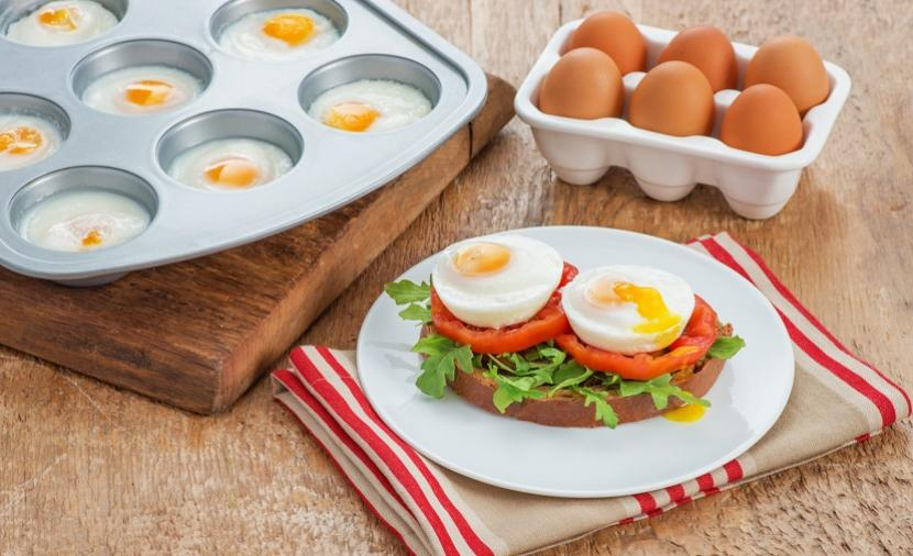 Recipes - Muffin Pan Poached Eggs » Eggs.ca