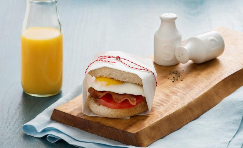 Recipes - Fried Egg, Tomato, and Bacon Breakfast Sandwich » Eggs.ca