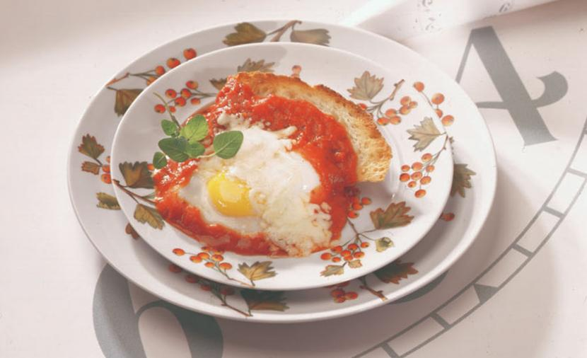 Recipes - Poached Eggs in Tomato Sauce » Eggs.ca
