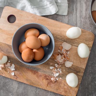 Peeling Eggs 053 1