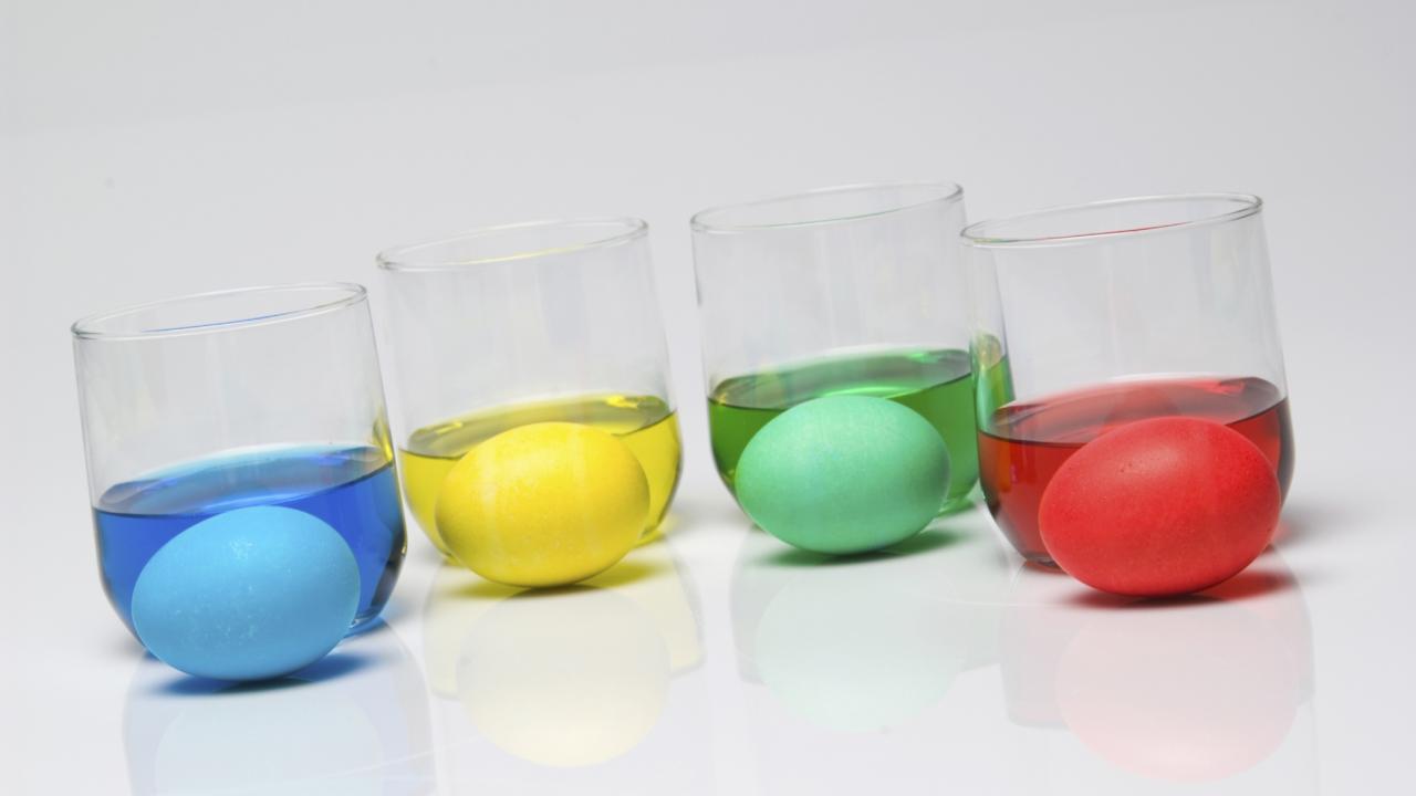 Dye egg 1