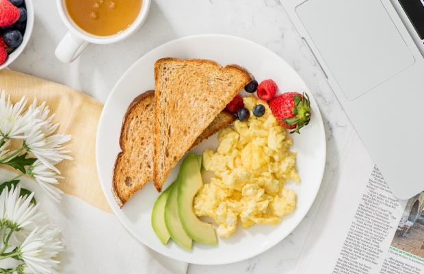 business breakfast CMS