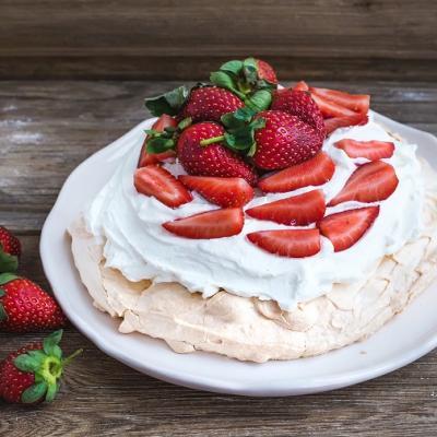 Strawberry Pavlova CMS