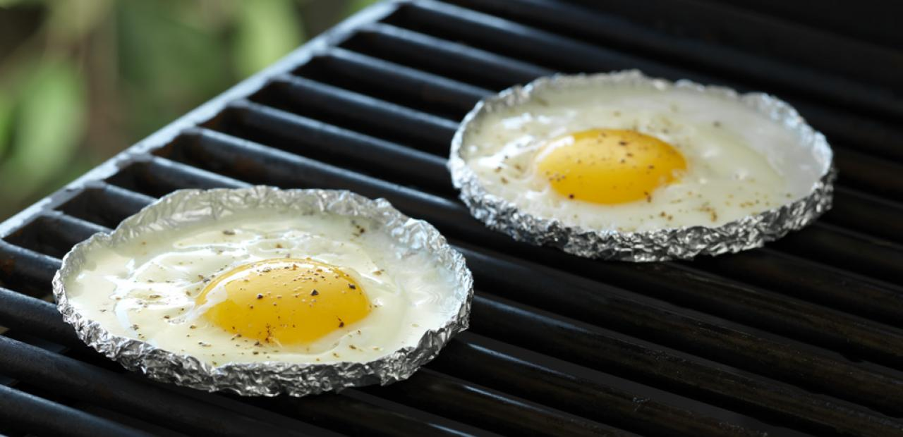 Grilled fried eggs - Grille barbecue decoupable ...