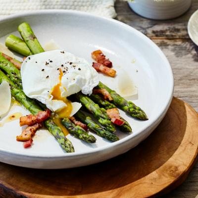 Poached Egg asparagus and bacon vinaigrette CMS
